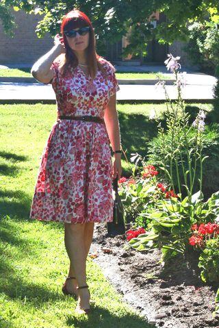 Pink red floral vintage 1950 dress