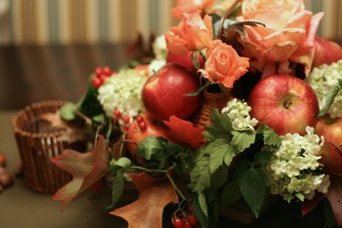 Thanksgiving floral center piece idea apples