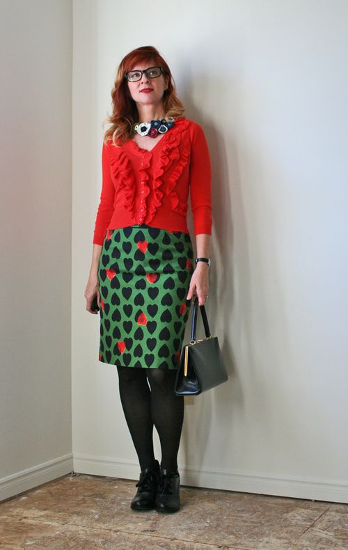 how to style pencil skirts with bold prints