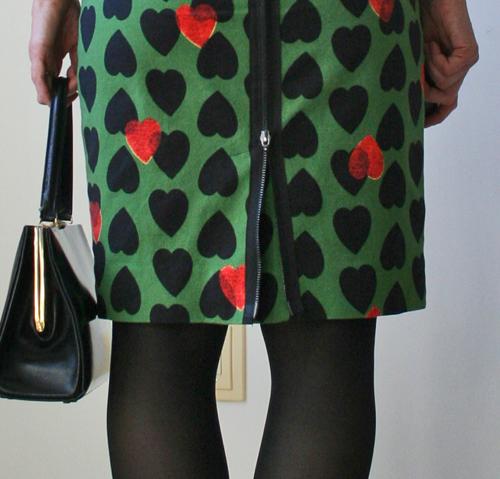 Back zipper on skirt