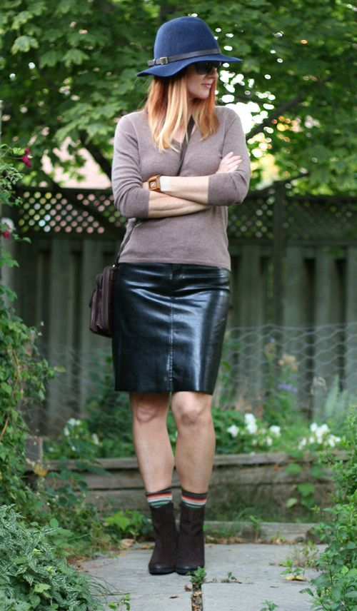 Black faux leather skirt thrift store shopping tips.