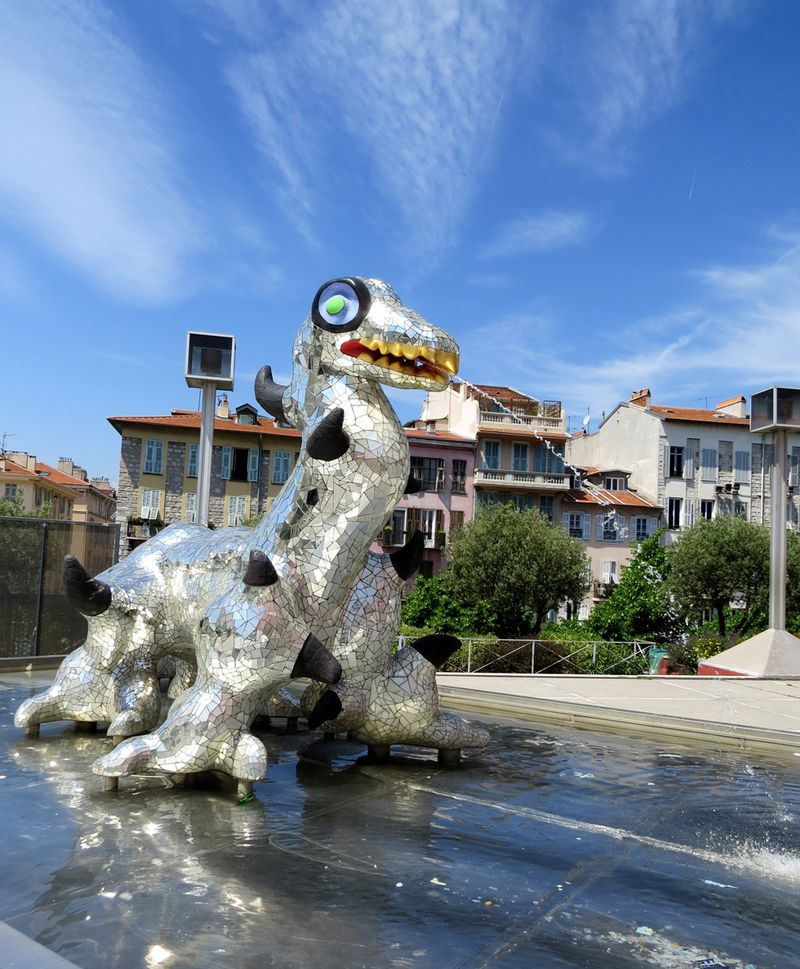 Dragon fountain museum of contemporary art nice france
