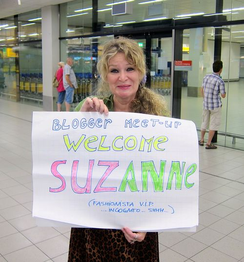 Anja the curly traveller blogger welcoming committee
