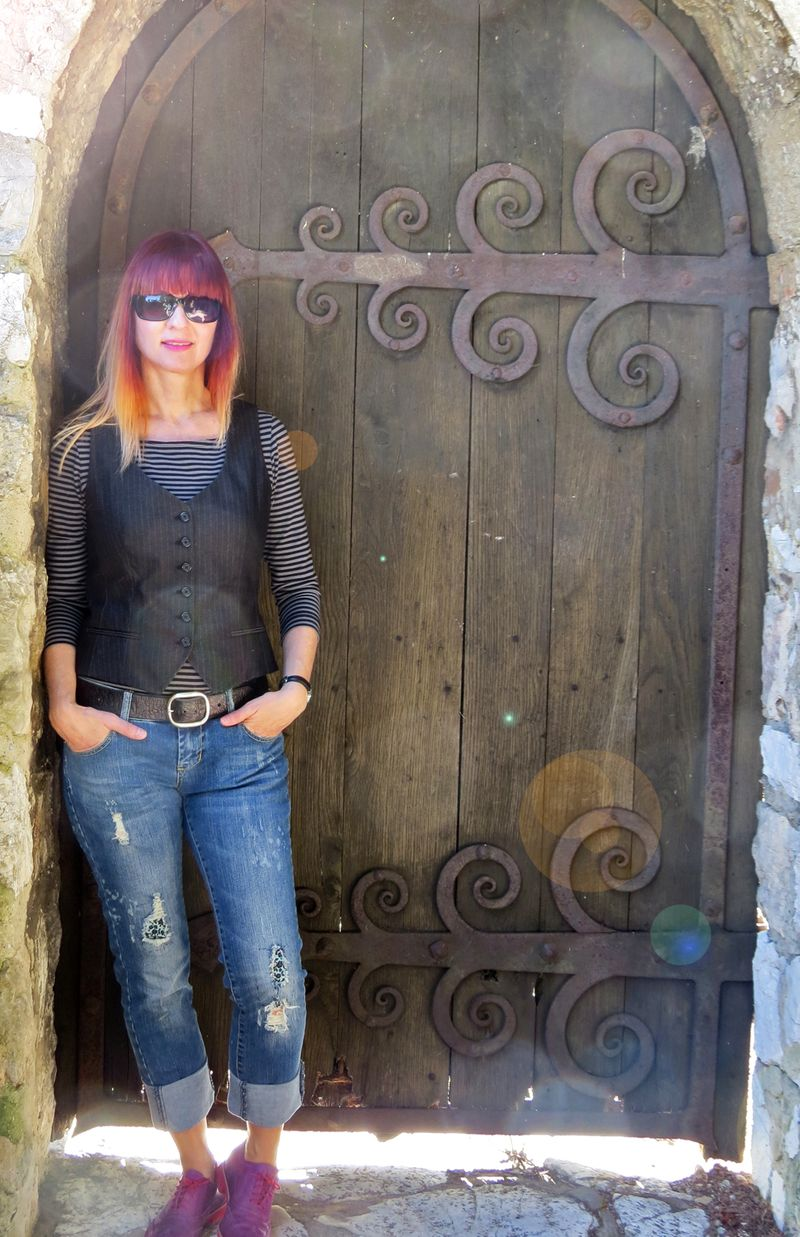 Suzanne carillo style files nice france old door