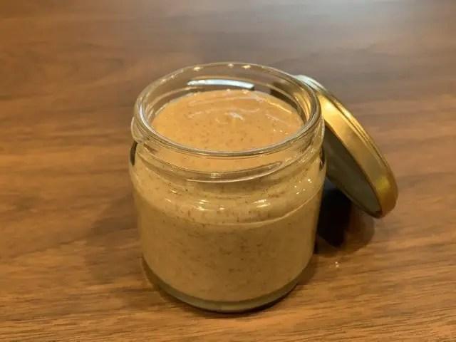 ピーナッツの薄皮の健康効果を丸ごと摂取。薄皮入りピーナッツバターの作り方。