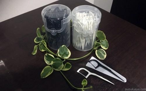 100円均一のセリアのモノトーン糸ようじは白と黒の2種類