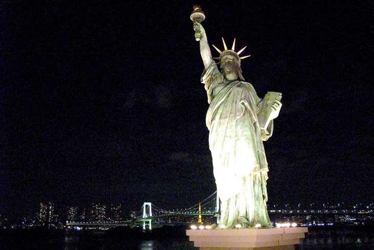 お台場レインボーブリッジと自由の女神の夜景