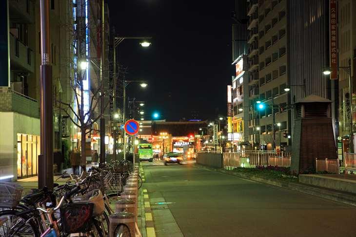 上野駅から浅草の風景