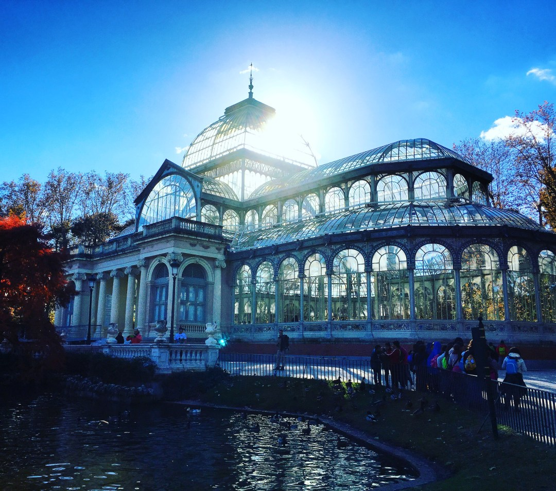 sun streams through crystal palace at buen retiro park