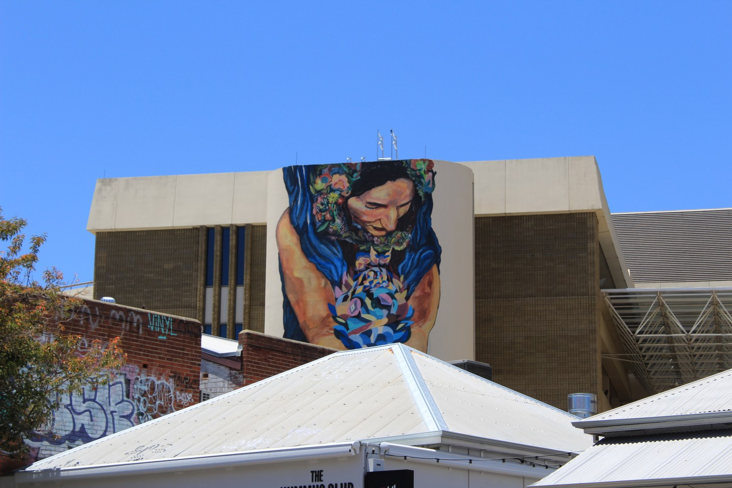 Best things to do in Perth - one day itinerary. Explore the streets and discover unique murals along the way.