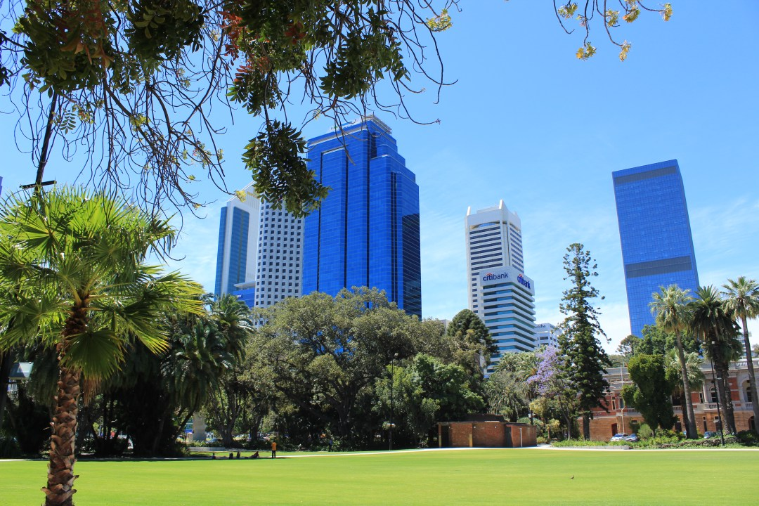 Best things to do in Perth, Western Australia - One day itinerary. Explore Perth's amazing views with a walk through the city and gardens.
