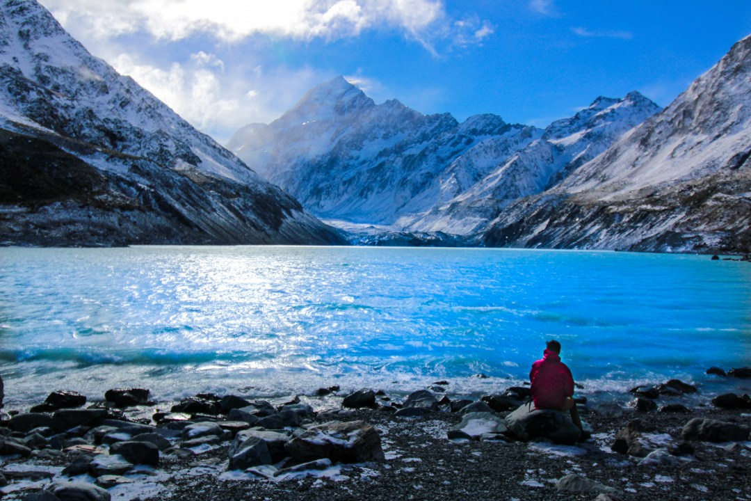 Beautiful Lakes in New Zealand - Hooker Lake in Aoraki/Mount Cook National Park
