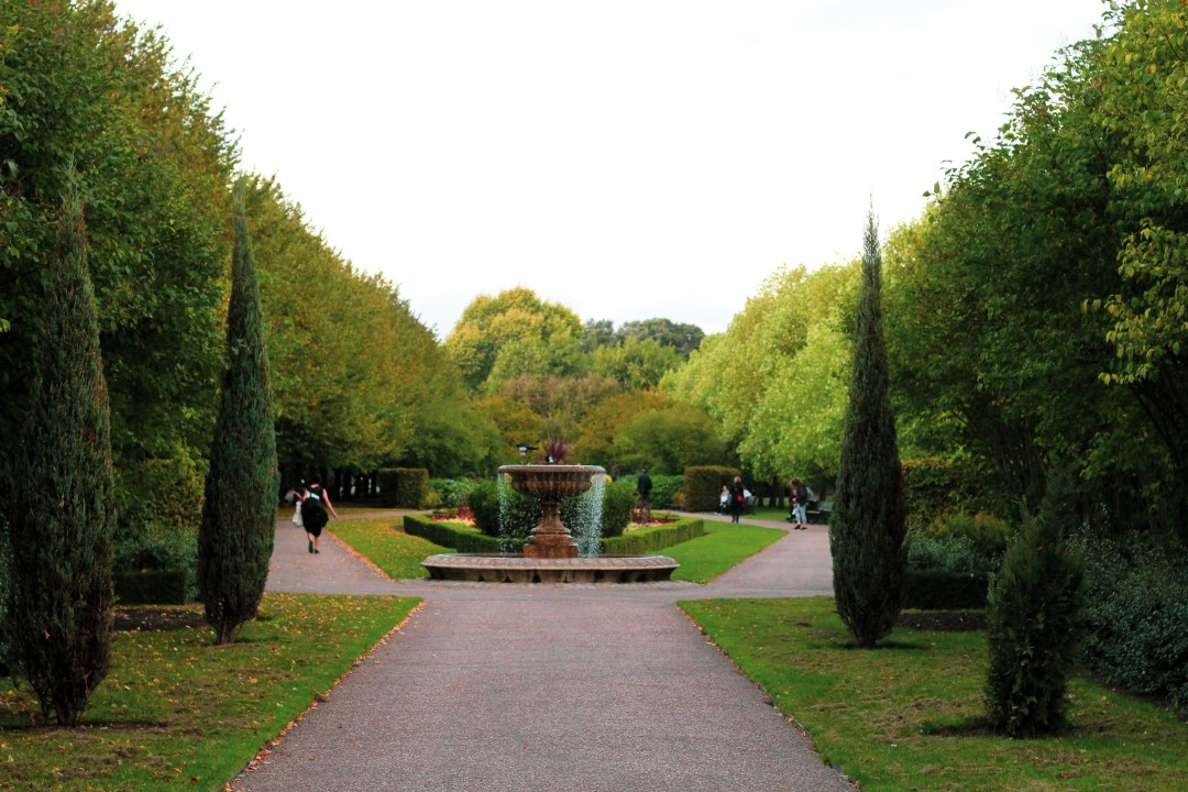 Regent's Park with fountain at centre of footpath