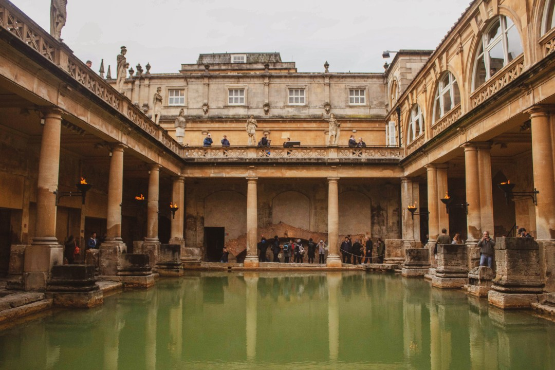 Symmetrical photo of Roman Bath surrounded by pillars