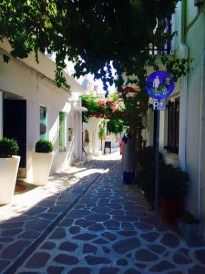 Discover-the-Island-of-Paros-Greece-what-to-do-see-and-eat_paros_naoussa_fishing-village_travel-blog_travel-guide_svadore_parikia_main town