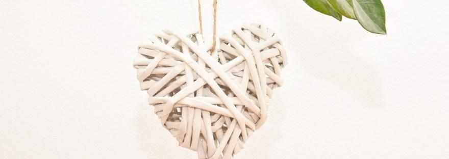 srdce_pletene_z_papiru_visící