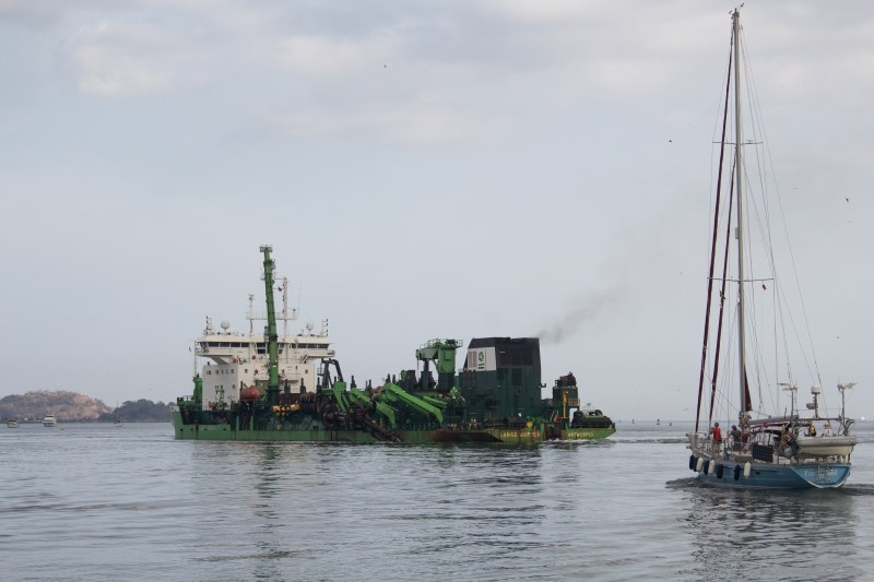 This dredge is non stop. It continuously makes sure that minimum depth is assured for the big ships.