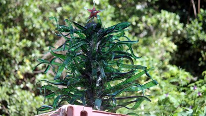 Stunning Christmas tree created from Heineken bottles by GreenVI Glass Studio (courtesy of www.fraserrustics.com)