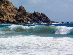 A walk across the island to the windward side brought some nice surf