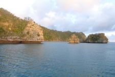 Bay of Islands – Small little islets and bigger limestone rough islands.