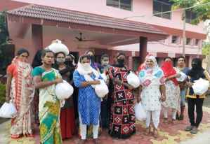 (Ration help to transgenders at Jharsuguda)