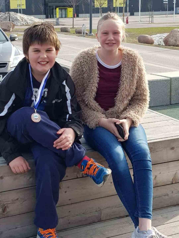 För ett par veckor sedan var Sebastian Svensson och Matilda Jonsson i Mora och simmade hem fina resultat bland klubbar från både Sverige och Norge. Foto: Privat