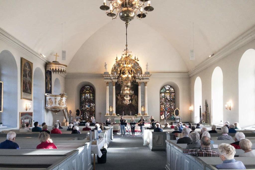 Kulturskolans musikungdomar bjöd på lunchmusik i Svegs kyrka