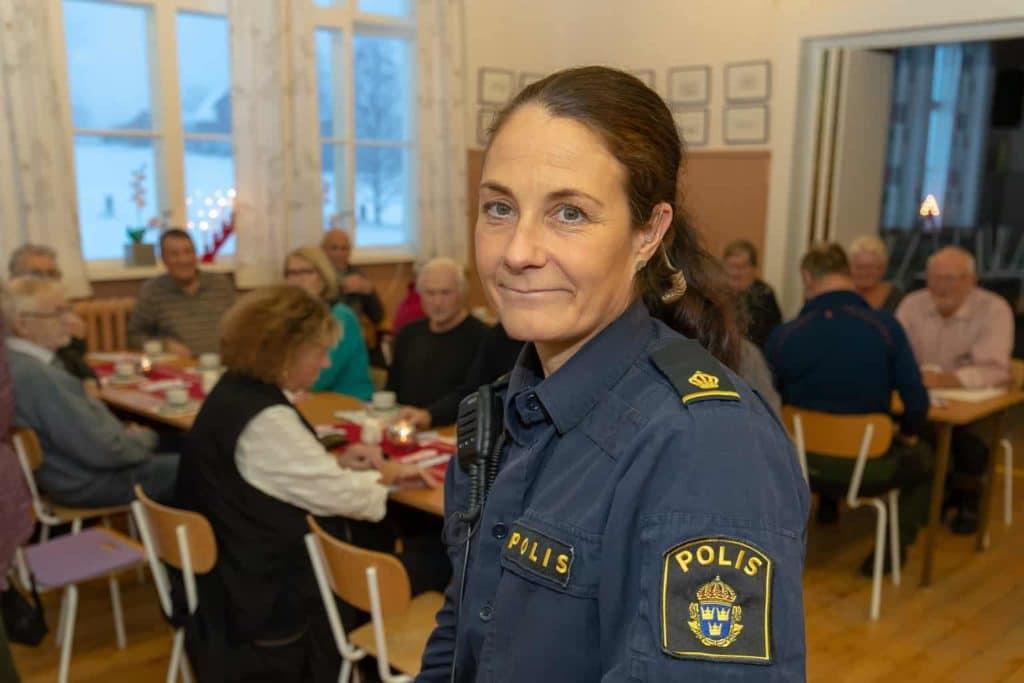Tillförordnad kommunpolis Jana Solsten informerade om bedrägerier mot äldre. Foto: Morgan Grip
