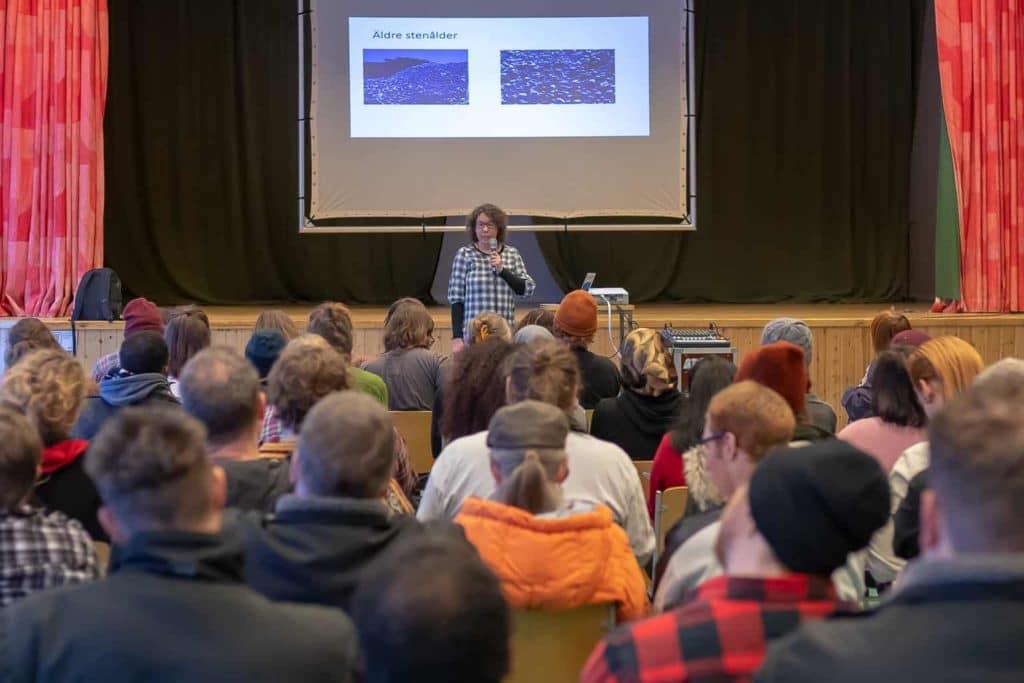 Johanna Englund, biolog och lärare, föreläste om varför vi källsorterar. Foto: Morgan Grip