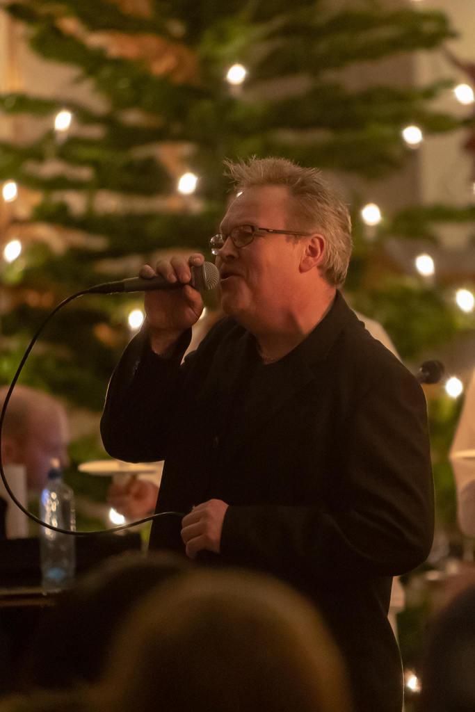 Åke Henriksson sjöng Stad i ljus och Halleluja. Foto: Morgan Grip