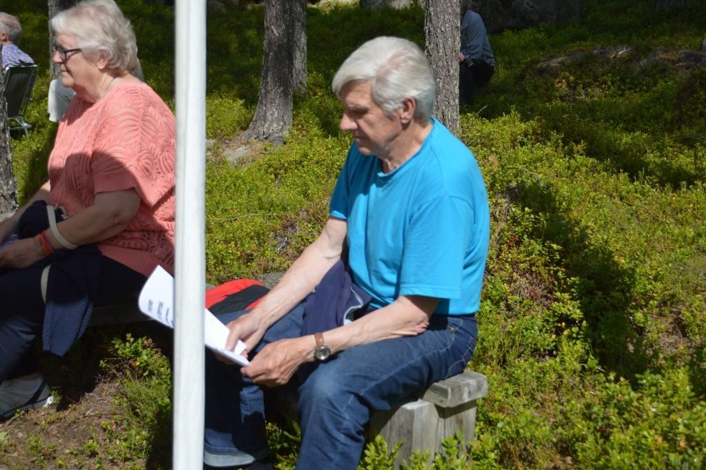 Gamla skidstjärnan Bertil Jonasson från Älvros trivdes liksom alla andra i solskenet. Foto: Leif Eriksson