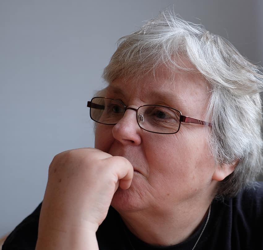 Monica Grönlund kanske några av er känner igen sedan hon och hennes familj bodde i Sveg under åren 1987-2003. I dag bor hon i Malmö och just nu är hon aktuell med sin roman Vargen kommer. Det är hennes första roman i kriminalgenren, där hon hämtat mycket av miljön från just Härjedalen. Foto: Anders Grönlund