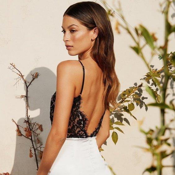 Go backless - Outfits for Small-Breasted Ladies