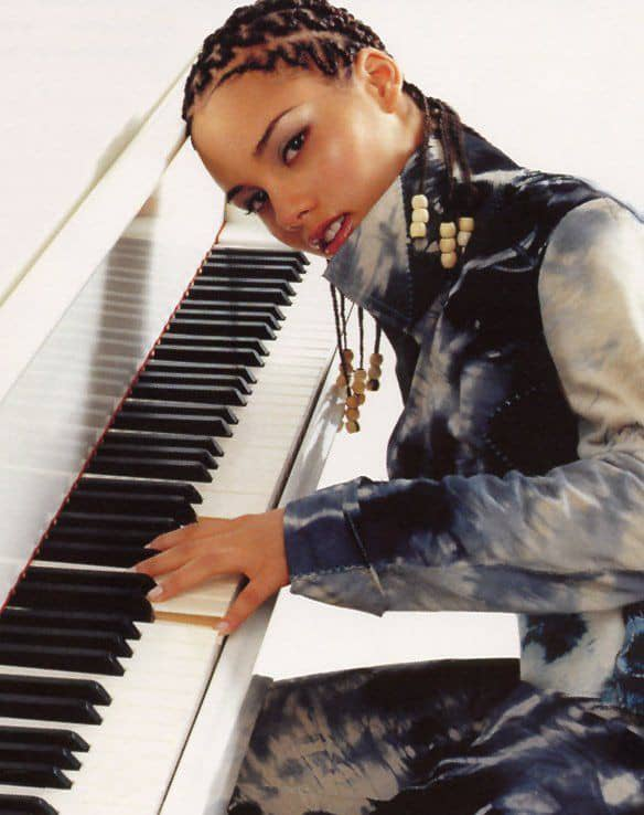 Alicia Keys wearing her signature zigzag cornrows hairstyle