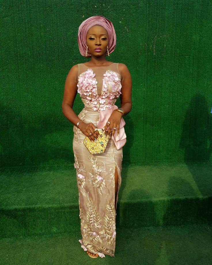 lady wearing aso ebi outfit for a wedding
