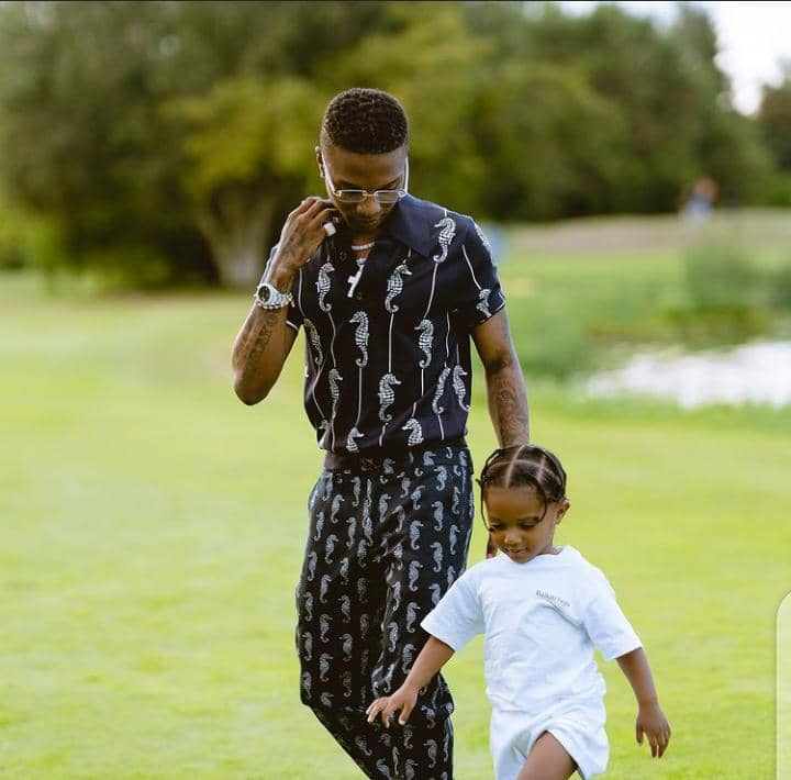 Wizkid in his casual style with his daughter