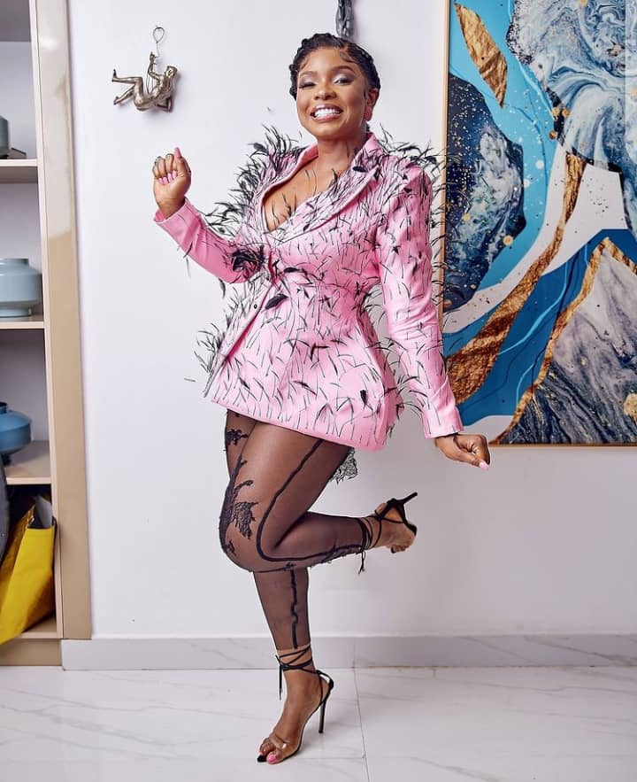 Yemi Alade showing her style