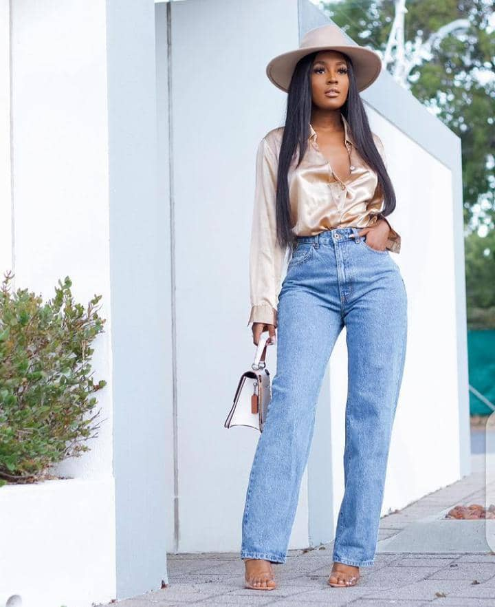 lady wearing hat, top and jeans