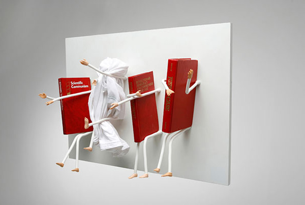 Bookshelf-Hug-The-Books