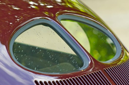 Brezelfenster bordeaux-roter VW Käfer ADAC Niedersachsen Classic 2012