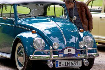 Blauer VW Käfer Cabriolet aus Berlin mit Weisswandreifen