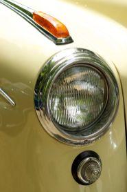 Scheinwerfer eines Oldtimers auf der ADAC Niedersachsen Classic 2012