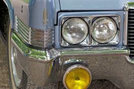 Hellblauer Cadillac DeVille Scheinwerfer