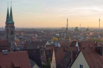 Blick über Nürnberg mit Sankt Sebaldus Kirche und Nürnberger Ei 2013