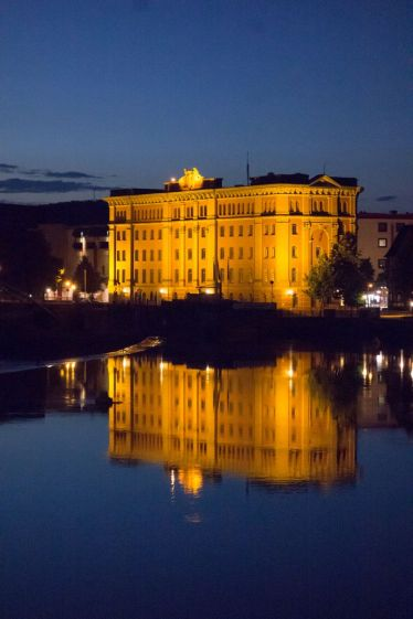 Hameln Stadtbücherei abends Weser 2014