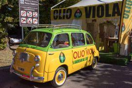 Fiat 600 Multipla von 1962 von OLIO VIOLA auf dem Weinfest von Bardolino am Gardasee im Oktober 2018