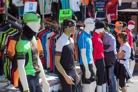 Fahrrad Trikot Verkauf in Bardolino am Gardasee im Oktober 2018