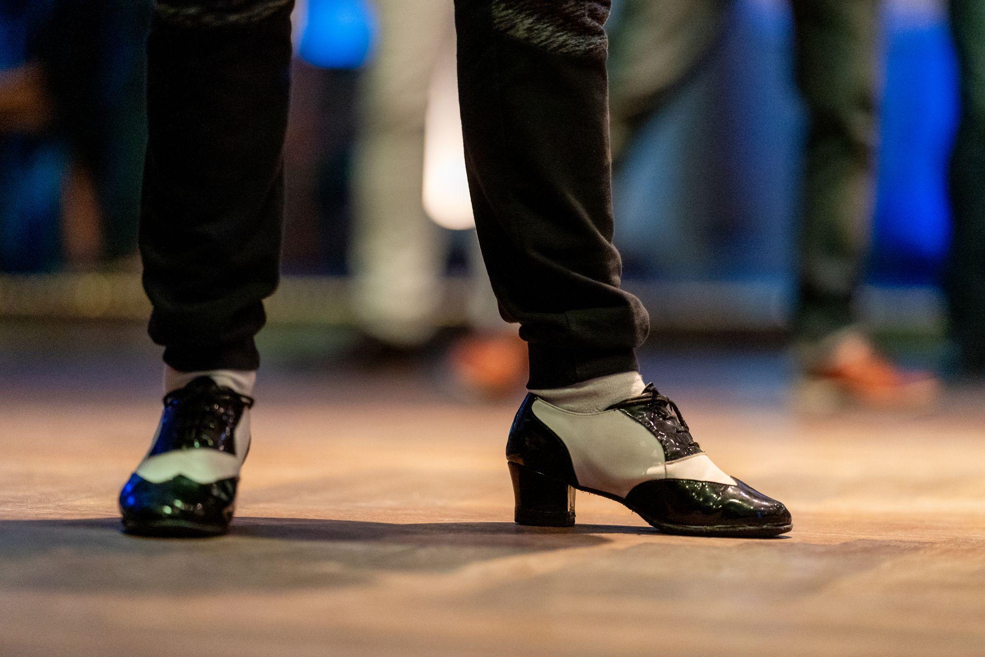 Tanzschuhe von Oliver Chimbo auf der Salsa Night in den Haas-Sälen Bamberg am 7. März 2020