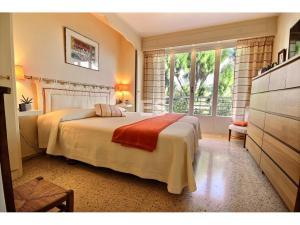 Bostad till salu på Franska Rivieran i Cannes Basse Californie svensk mäklare sovrum