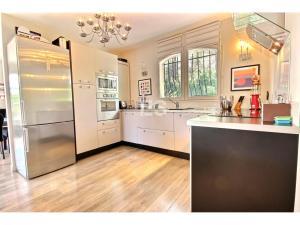 Hus 105 m² till salu i Mougins svensk mäklare franska rivieran kök